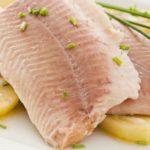 Отварная картошка и филе рыбы