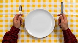 Полный отказ от еды на продолжительный срок 10-15 дней