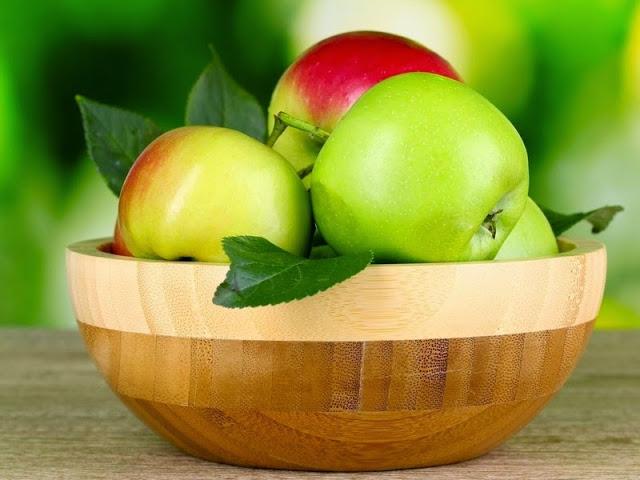 Свежие яблоки при болезнях желудка