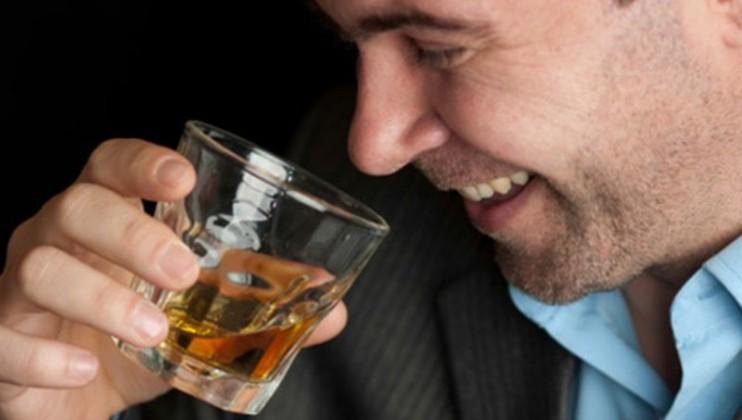 Длительное употребление алкогольных напитков
