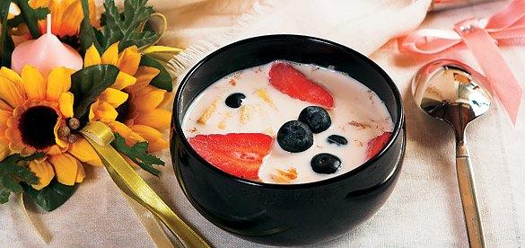 Овсяный суп с кусочками фруктов