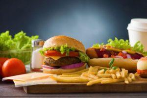 Вредные продукты питания могут быть опасными в чрезмерных количествах
